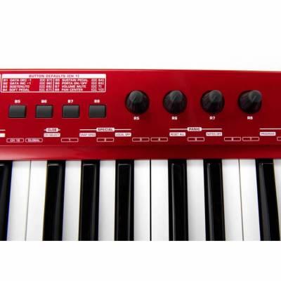 UMX610 61 Tuşlu Dahili Ses Kartlı USB Midi Klavye